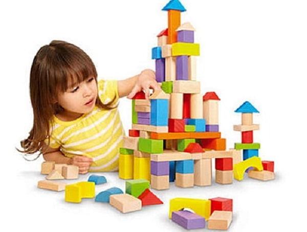 Cho trẻ chơi xếp hình để rèn luyện sự tập trung, chú ý và sáng tạo