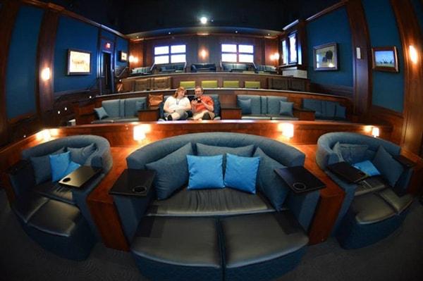 Ghế giường nằm ở rạp chiếu phim