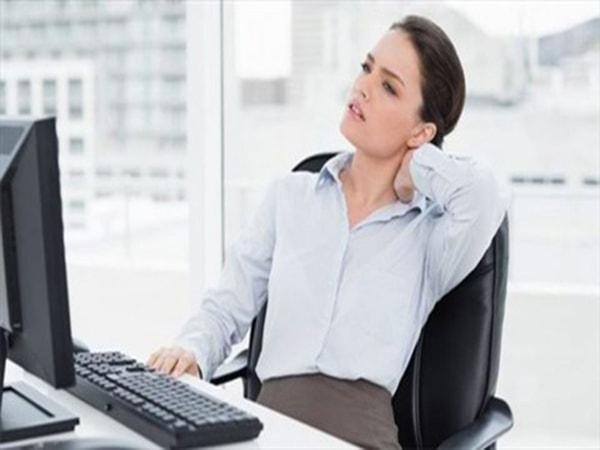 bệnh đau vai gáy dân văn phòng 1