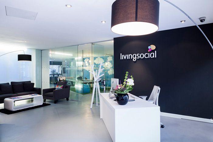Thiết kế văn phòng đại diện theo logo công ty