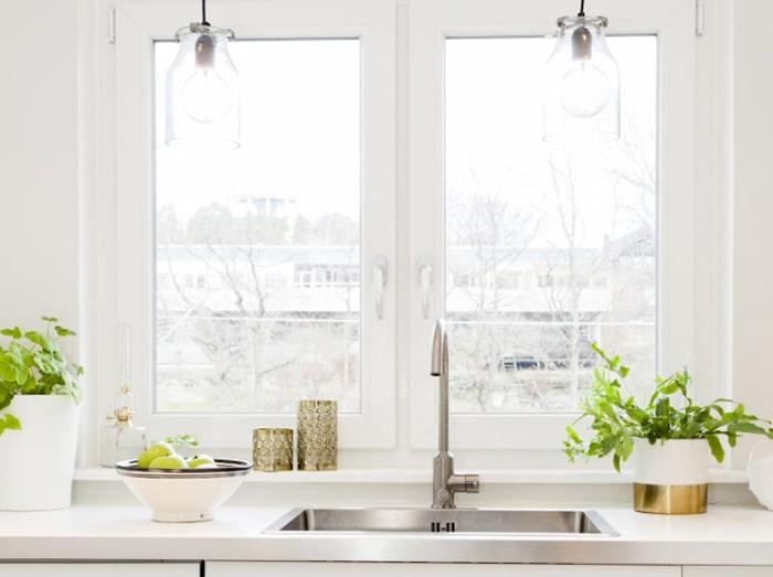 Cửa sổ giúp cho căn bếp thông thoáng hơn