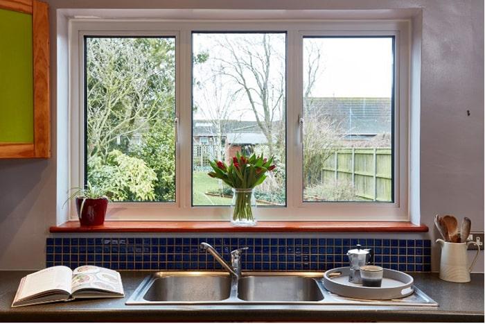 Cửa sổ 3 cánh thích hợp cho không gian bếp có diện tích rộng