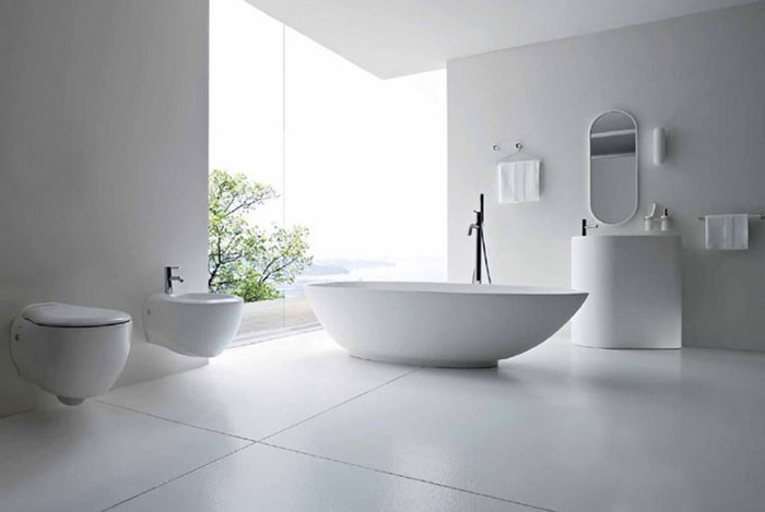 Phòng tắm hoàn toàn chỉ có các thiết bị vệ sinh, đồ dùng thiết yếu