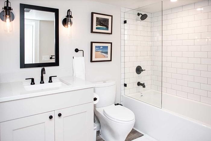 Ý tưởng phòng tắm theo tông màu trắng đen - đơn giản nhưng thể hiện rõ sự tối giản